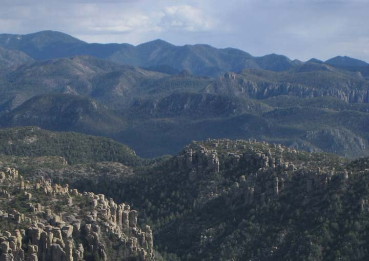 Looking-s.-to-high-peaks-of-Chiricahua-Mts.-from-Sugarloaf-Mt.